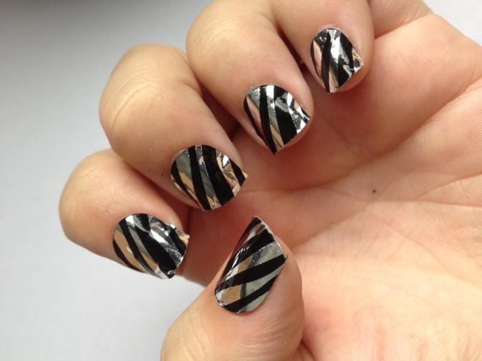 Zebra print nail wraps