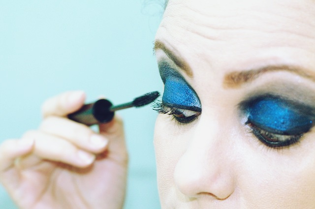 blue eyeshadow trend-edit